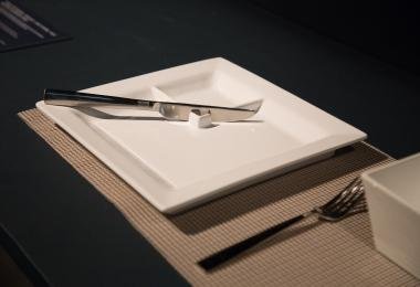 One-Handed Plate Set