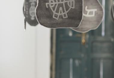 عن الحروف والنقود المعدنيّة، معرض النقود المعدنيّة لحسين الأزعط © أسبوع عمان للتصميم 2019